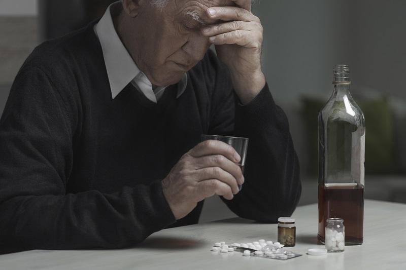 Alcoolisme et tabagisme, des facteurs de risque accentués avec l'âge