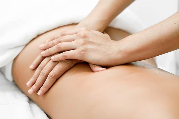 Le massage qui procure un bien être au malade