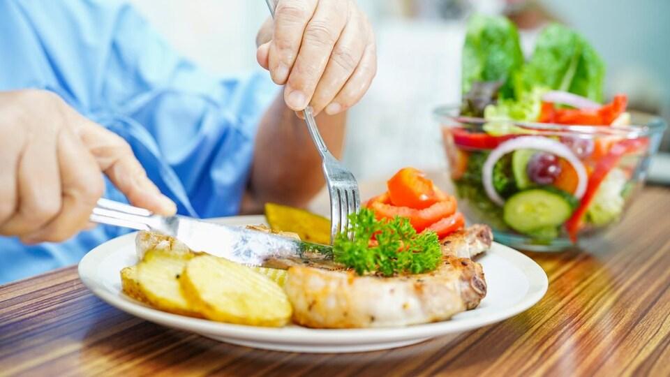 Doit-on continuer à nourrir une personne en fin de vie ?