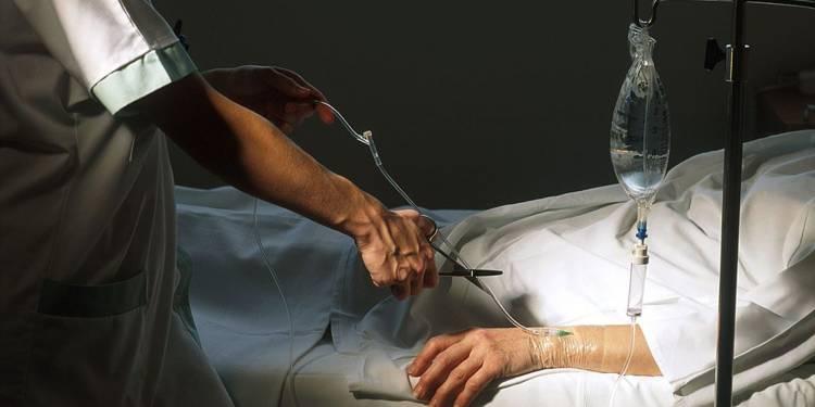 Quel lien entre arrêt des soins et euthanasie passive ?