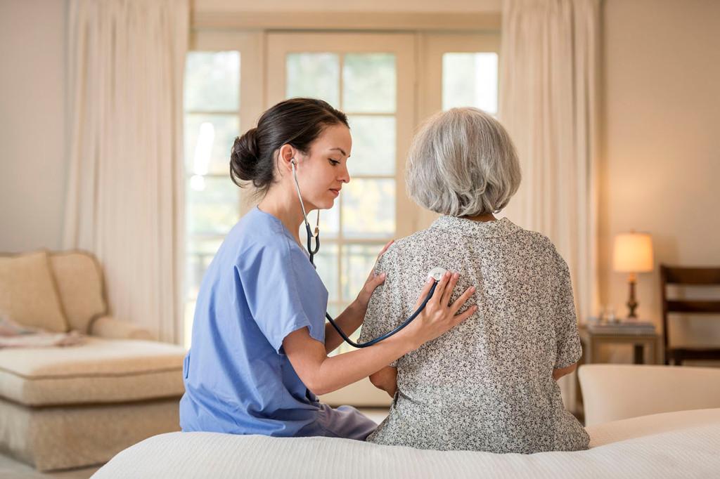 Quels soins entrent dans le cadre d'une hospitalisation à domicile ?
