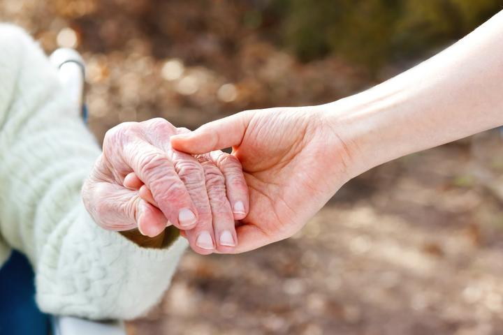 Quelle est la place des soins palliatifs dans la médecine pour personnes âgées ?
